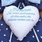 fiocco blu con cuore bianco centrale