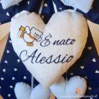 fiocco nascita maschietto ricamo nome Alessio e orsetto