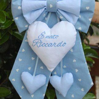 Fiocco azzurro nascita con frase ricamata è nato Riccardo