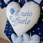 """frase nascita ricamata su cuore """"è nato Raffaele"""" della Coccarda nascita è nato raffaele"""