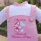 Ricamo frase della tutina salopette per neonata