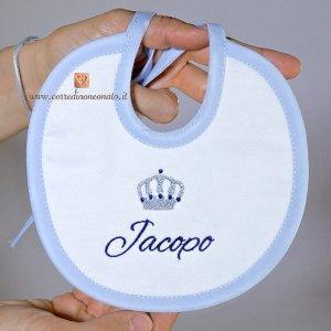 Bavetta con corona e ricamo blu per Jacopo