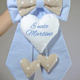 Fiocco nascita azzurro e marroncino a cuori per Martino