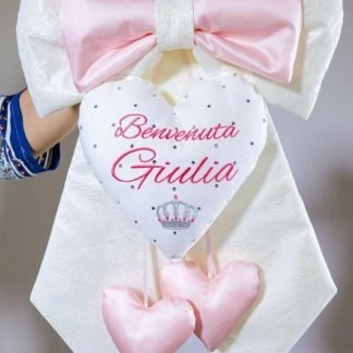 Fiocco nascita particolare di pizzo con ricami personalizzati per Giulia