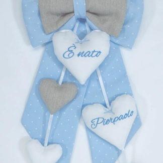 Fiocco azzurro a pois con 4 cuori pendenti per Pierpaolo