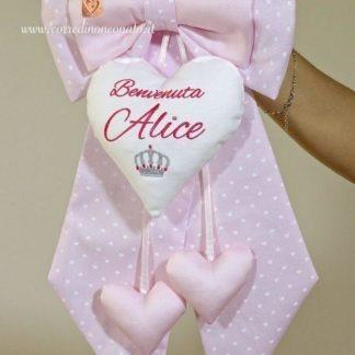 Coccarda nascita rosa a cuoricini bianchi