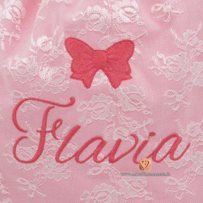 Ricamo nome Flavia e fiocco