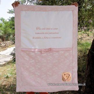 Copertina neonata pizzo rosa frase